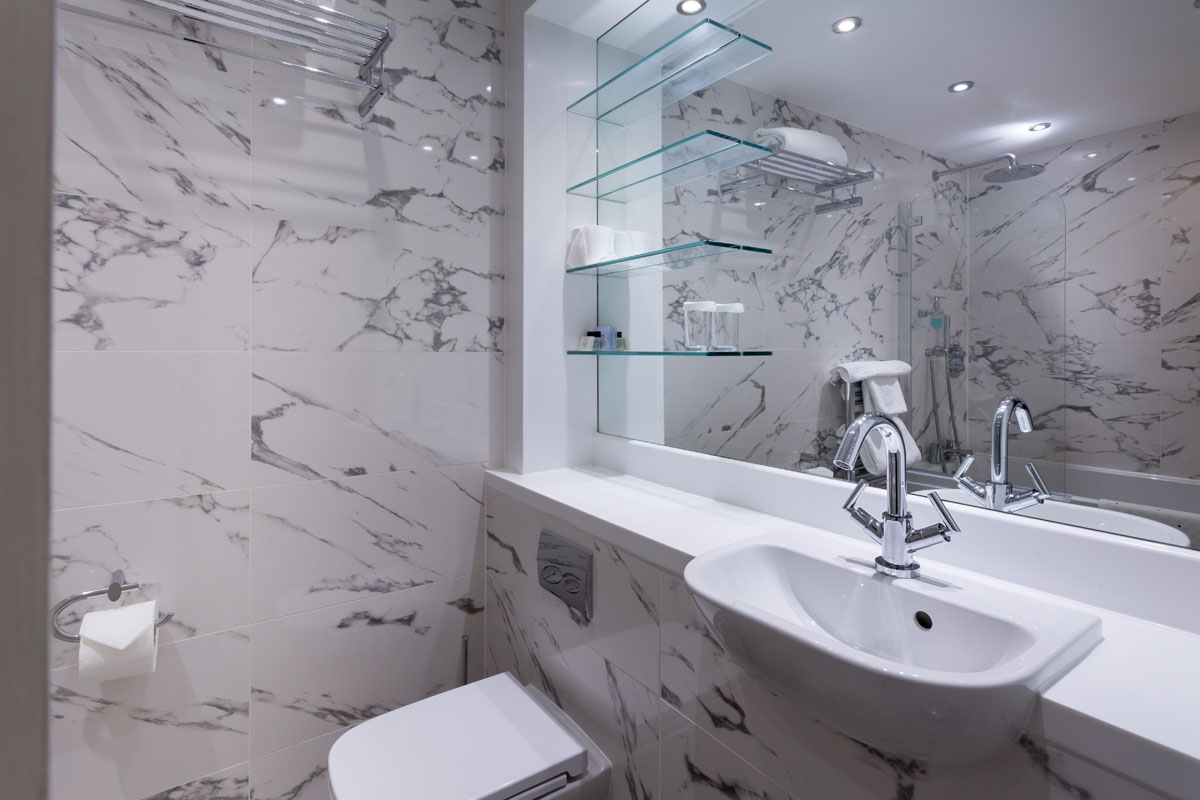 Kylestrom_hotel_bathroom