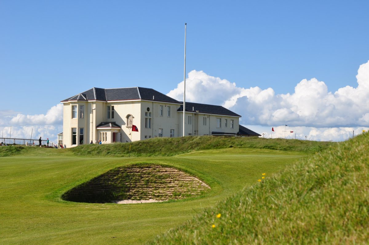 Prestwick St Nicholas clubhouse and 18th
