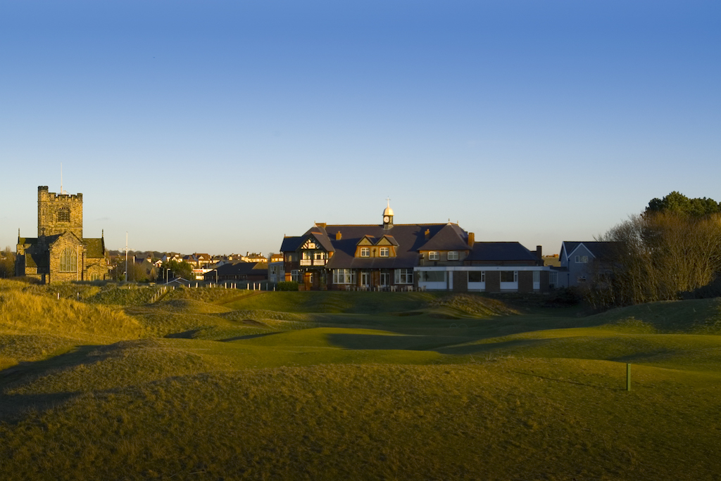 Wallasey 18th and clubhouse